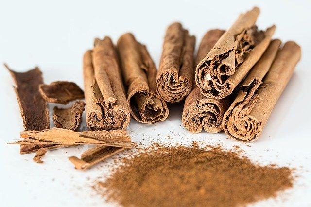 Various cinnamon sticks